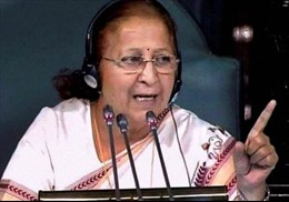 """Hạ viện Ấn Độ """"cấm cửa"""" 25 nghị sĩ náo loạn"""