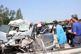 Xe du lịch bị tông nát, 3 người Hàn Quốc tử vong