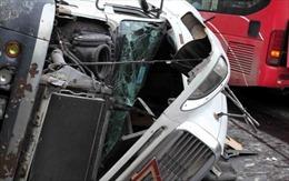 Xe khách đâm xe container, 2 người thương vong