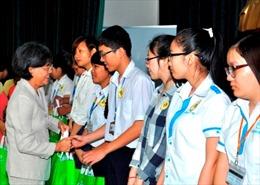 Hơn 160 suất học bổng trao cho sinh viên nghèo