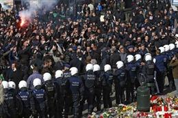 Cảnh sát Bỉ dùng vòi rồng giải tán đám đông cực hữu