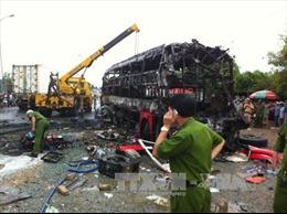 Hai xe khách tông nhau bốc cháy ít nhất 12 người chết