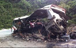 Cứu chữa 3 người bị thương trong vụ nổ xe khách Lào