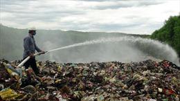 Bãi rác cháy âm ỉ, người dân ngủ phải bịt khẩu trang