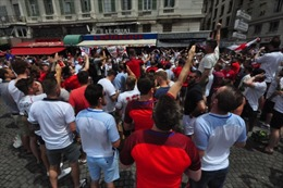 Chuẩn bị để chống IS, nước Pháp lại đối mặt với hooligan