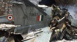 Máy bay MiG-27 Ấn Độ rơi trúng khu dân cư