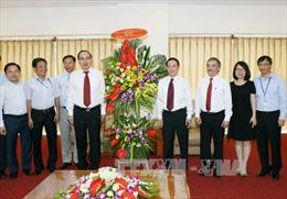 Đồng chí Nguyễn Thiện Nhân thăm, chúc mừng Thông tấn xã Việt Nam