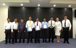 Bàn giao 21 bộ tài liệu kỹ thuật cho 3 tỉnh Đồng bằng sông Cửu Long