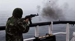 Phớt lờ cảnh báo, tàu cá Triều Tiên dính đạn tuần duyên Nga