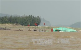 Hàng chục hộ ngư dân Quảng Bình trắng tay sau trận lũ đêm