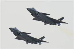 """Trung Quốc trình làng """"sát thủ trên không"""" cạnh tranh với F-35 của Mỹ"""