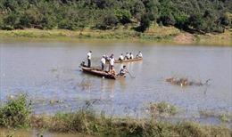 Lật xuồng trên sông Lấp, 4 người chết và mất tích