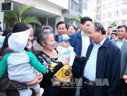 Thủ tướng Nguyễn Xuân Phúc thăm cư dân nhà ở xã hội Đặng Xá
