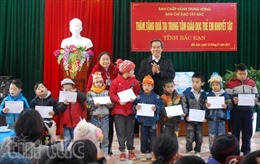 Hơn 200 suất quà tặng các đối tượng chính sách tỉnh Bắc Kạn