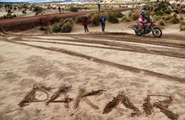 Nấp dưới gầm cầu, leo lên vách núi xem Dakar 2017