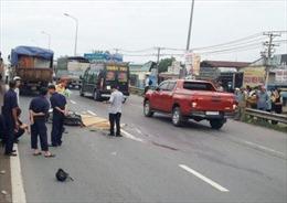 Ba thanh niên tử vong vì va vào xe tải khi đi xe máy sai làn với tốc độ cao