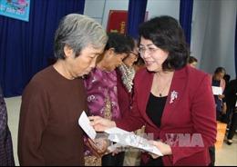 Phó Chủ tịch nước tặng quà gia đình chính sách, hộ nghèo