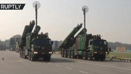 Ấn Độ diễu binh rầm rộ, lộ diện nhiều hệ thống vũ khí hiện đại