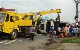 Xe tải tông lan can, gia đình 5 người, 3 thiệt mạng