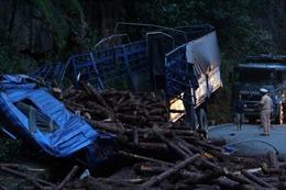 Xe tải đâm nhau liên hoàn trên đèo Bảo Lộc, 1 xe rơi xuống vực