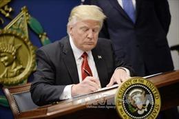 Mỹ cấm nhập cảnh đối với cả người có 'thẻ xanh'