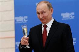 Ông Trump tranh thủ dỡ bỏ lệnh trừng phạt nhằm vào tình báo Nga