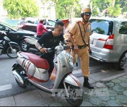 Xe máy chỉ có một gương chiếu hậu có bị phạt?