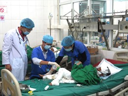 Tích cực điều trị cho cháu bé 7 tuổi người dân tộc thiểu số bị bỏng nặng