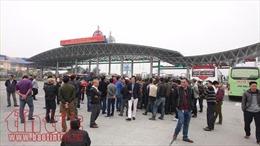 Hơn 100 xe khách ngoại tỉnh kéo về Hà Nội để... đình công