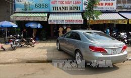 Ô tô mất lái lao vào quán cà phê, 3 người bị thương