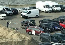 Cận cảnh cảnh sát Bỉ ngăn chặn vụ tấn công bằng xe ô tô