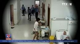 Báo động tình trạng người nhà bệnh nhân tấn công y, bác sĩ