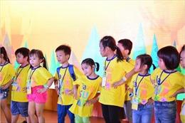 ILA trao tặng 10.000 ấn phẩm '7 thói quen của thế hệ ưu việt nhí' cho học viên
