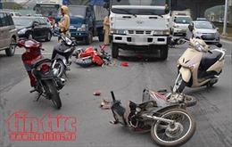 4 xe máy đâm liên hoàn, 1 người chết, 6 người bị thương