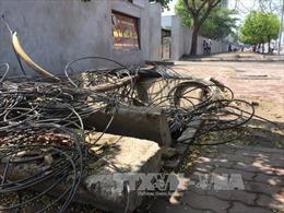 Nhiều 'bẫy', hố 'tử thần' gây nguy hiểm trên phố, vỉa hè Hà Nội