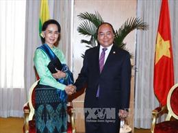Thủ tướng Nguyễn Xuân Phúc gặp Trưởng đoàn Myanmar bên lề Hội nghị Cấp cao ASEAN