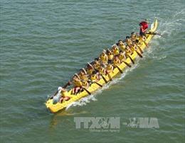 Đua thuyền truyền thống trên sông Nhật Lệ