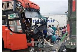 Ninh Thuận: Ô tô giường nằm tông xe đầu kéo, 3 người thương vong