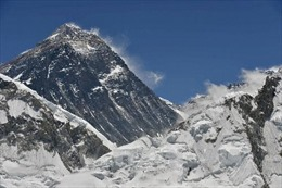 Leo Everest không phép, bị thu hộ chiếu, phạt 22.000 USD