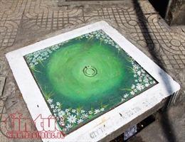 Những nắp cống bỗng chốc hóa thành bức tranh nhiều màu sắc ở Sài Gòn