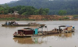 Kon Tum: Doanh nghiệp ngang nhiên đắp đập, chặn dòng sông hút cát
