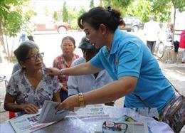 Gần 800 triệu đồng khám bệnh, tặng quà cho bà con nghèo Bạc Liêu