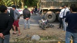 Xe khách đâm xe tải và xe máy, 4 người thương vong