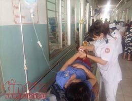 34 công nhân bỗng dưng chóng mặt, khó thở phải cấp cứu