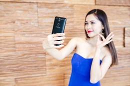 Cuộc chiến selfie của các hãng điện thoại di động bắt đầu bùng nổ