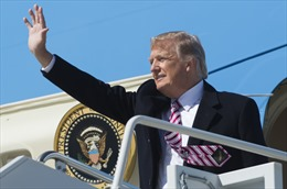 Tổng thống Donald Trump bắt đầu chuyến công du đầu tiên giữa 'nước sôi lửa bỏng'