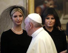 Lý giải việc bà Melania Trump trùm đầu khi gặp Giáo hoàng