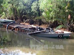 Bắt quả tang nhiều tàu bơm hút cát trái phép trên sông Tiền