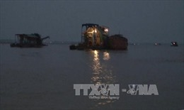 Hà Nội: Tạm giữ 50 phương tiện khai thác cát trái phép