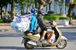 'Muôn hình vạn trạng' người dân Thủ đô chống nóng